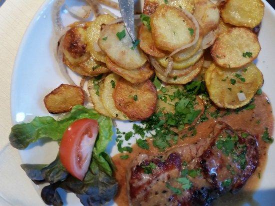 Gelnhausen, Deutschland: Leckeres Rumpsteak mit Bratkartoffeln