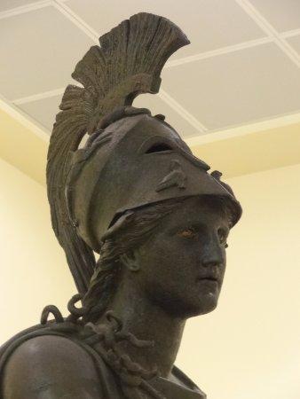 """Archaeological Museum of Piraeus: Голова """"пирейской"""" Афины (эллинистический период)"""