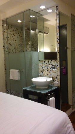 Hotel 1929: banheiro junto ao quarto