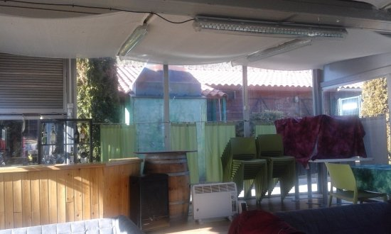 Senegue, Spania: zona chill-out de la terraza exterior