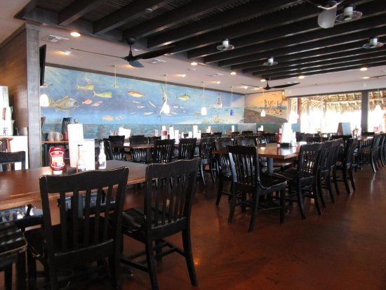 Fins Grill and Icehouse : Interior