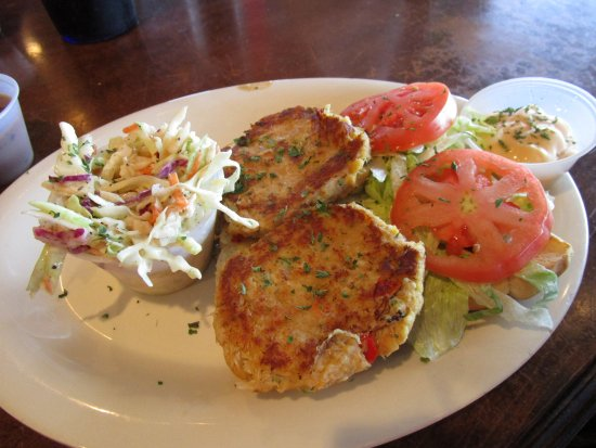 Fins Grill and Icehouse : Crab Cake Sliders