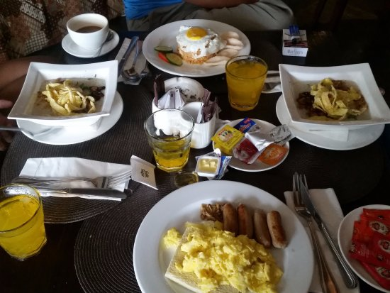 Jocs Boutique Hotel & Spa: breakfast is served