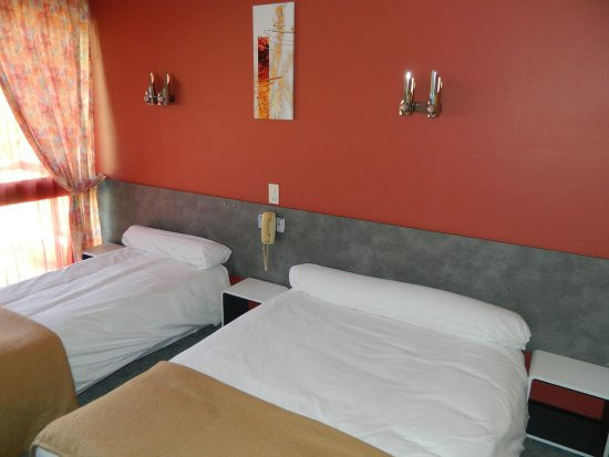 L 39 elanceze hotel thiezac france voir les tarifs 21 for Chambre 0 decibel