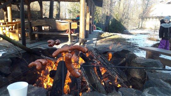 Jarnoltowek, Polen: ognisko na terenie stadniny koni