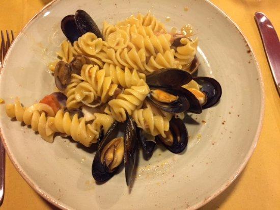 Ponsacco, Italië: Pasta (tortiglioni giganti) allo scoglio