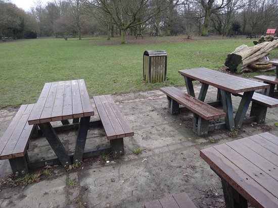 Meopham, UK: Picnic area, no fires allowed