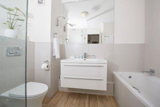Bantry Bay, Afrika Selatan: Deluxe Seafacing Suite Bathroom