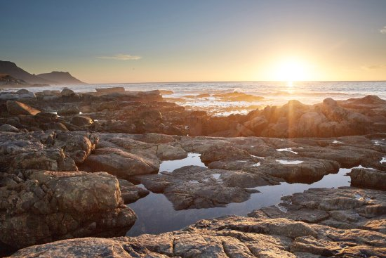 Bantry Bay, Sør-Afrika: Sunset at Saunders Rock - 50m From Hotel