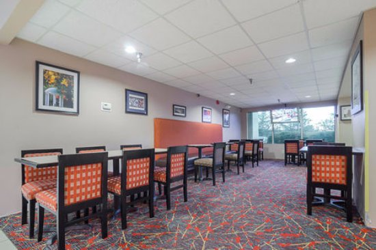 Quality Inn & Suites Medical Park: Breakfast Area