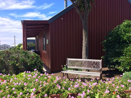 Stanley, Australia: Side yard of the cottage