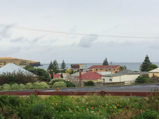 Stanley, Australia: View of the ocean from the cottage