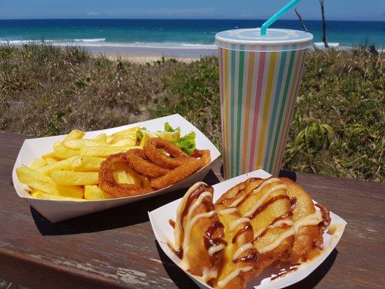 Marcoola, Australia: Four Fat Fish