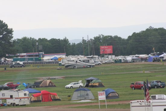 Talladega, Алабама: Tailgating area....takes all kinds
