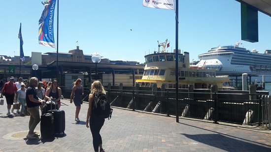 Sidney Whale Watching: Circular Quay wharf, ferries & Sip anchored in the harbour behind the jetty.