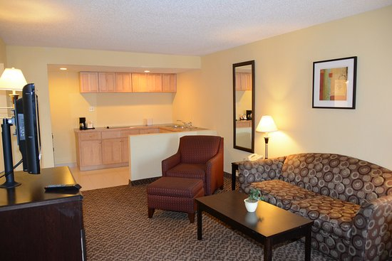 Quality Inn & Suites: Family Suite with Kitchen
