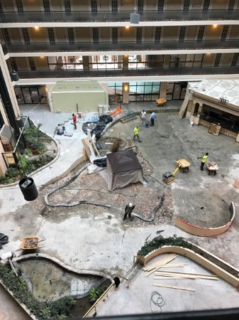 Embassy Suites by Hilton Indianapolis - North: Remodel? More like road construction !!!!!