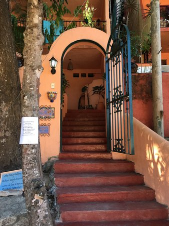 Casa de los Artistas: Inviting Entrance to the Casa!