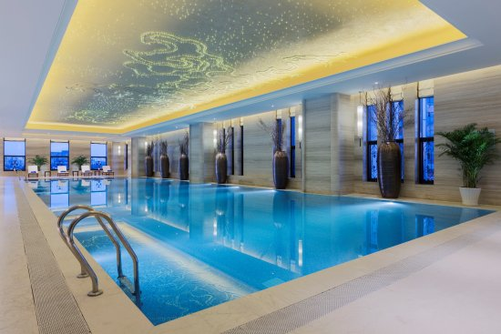 Wanda Realm Chifeng Hotel: 室内游泳池