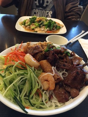Redlands, Kalifornien: #58, Chicken with noodles; #75 Beef, Shrimp,Pork and egg roll with vermicelli noodles.  Deliciou