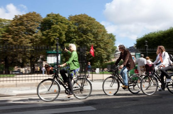 4-Hour Electric Bike Tour in Paris