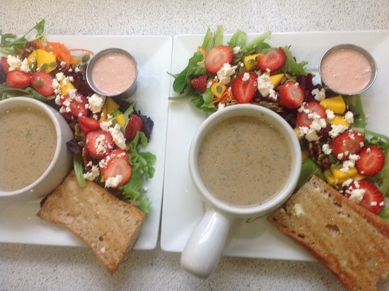 New Minas, Canadá: Soup and salad combo