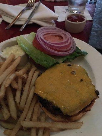 Pacifica Del Mar: Cheeseburgers rock!