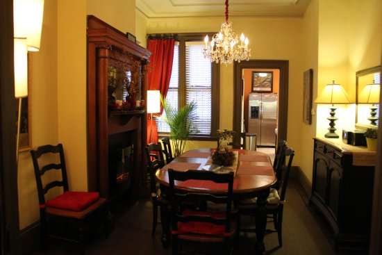 Fort Hill Inn: Dining Area (3 bedroom apartment)