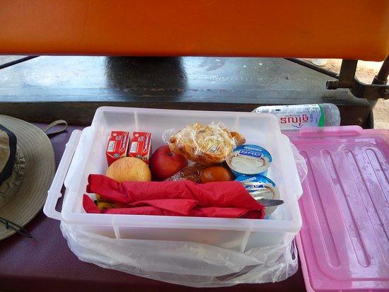 maison557: box breakfast for our sunrise tour
