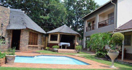 Aandbloem Guest House swimming pool area