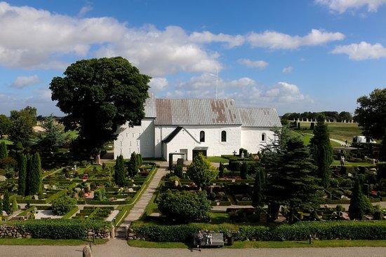 耶灵墓地、古北欧石刻和教堂