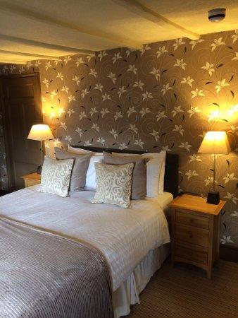 Royal Oak Inn: Newly decorated superior room.