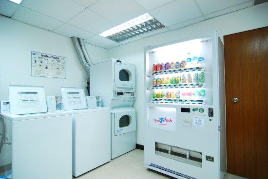 Hotel Royal Singapore: Self service laundry