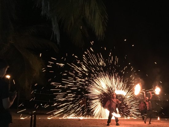 Holiday Inn Resort Vanuatu: Fire show. NY eve celebration.