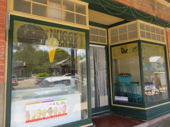 Millthorpe, Αυστραλία: Nugget Polish on Old Shop Fronts