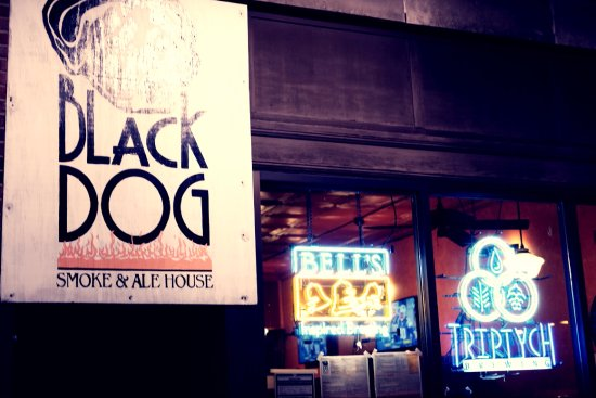 Black Dog Smoke & Ale House: 어배너 블랙 독