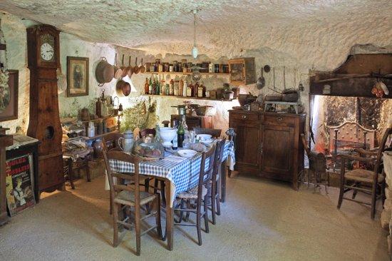 Les Eyzies-de-Tayac-Sireuil, França: La maison monolithique