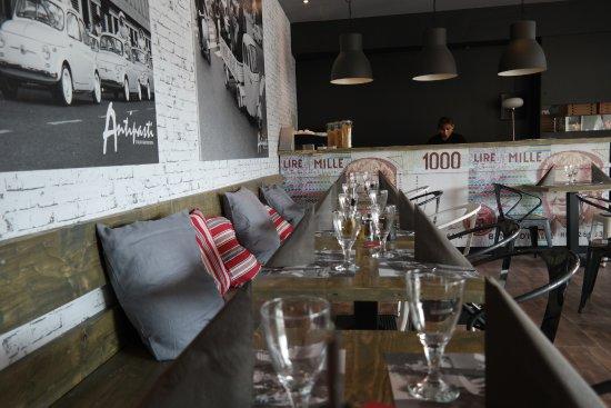 Coppet, Suiza: Des tables de 2 à 12 personnes...