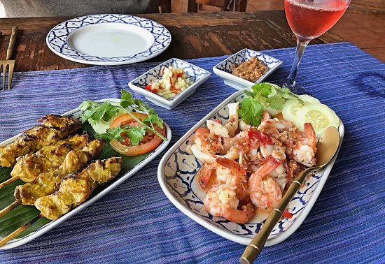 Anturan, Indonesia: Chicken sate, shrimp, and delightful rosé wine