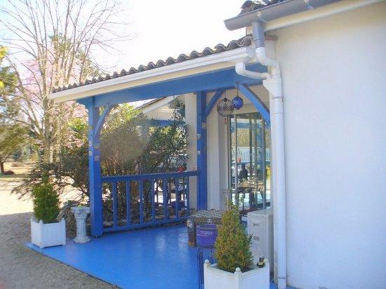 Saint-Denis-de-Pile, ฝรั่งเศส: Une des terrasses