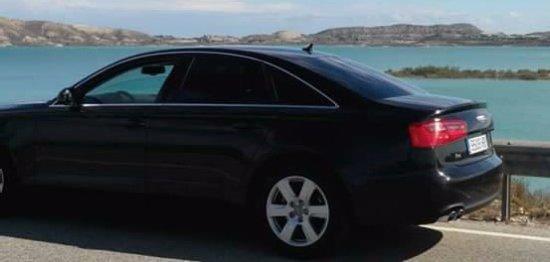 Lacoste, France: Voiture avec chauffeur à disposition pour vous servir !