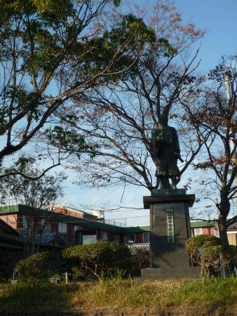 Yoshimasa Tanaka Statue