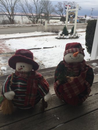 Lincolnville, ME: Snow is on the way. We're here at Spouter Inn Bed and Breakfast waiting for the snow and waiting