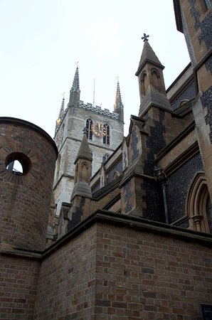 Southwark Cathedral : The exterior is amazing but what has been done to the inside is really a shame.