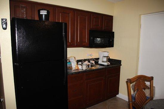 Sandpiper Gulf Resort: kitchen area