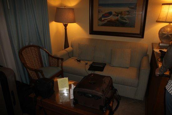 Sandpiper Gulf Resort: sofa area