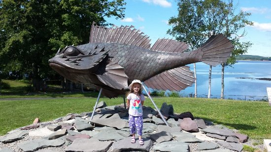 Saint Andrews, Canadá: Statue outside of the aquarium