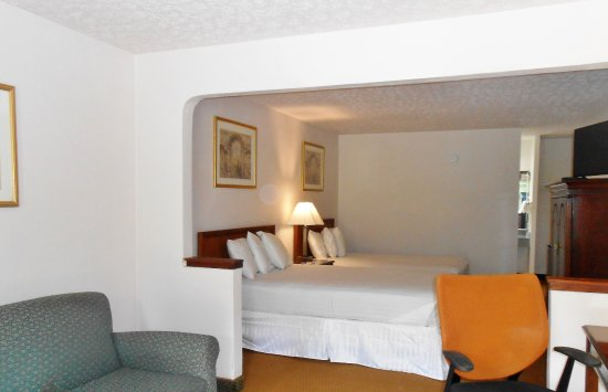 Americas Best Value Inn-Williamsburg/Lightfoot Area: Two Double Beds Suite