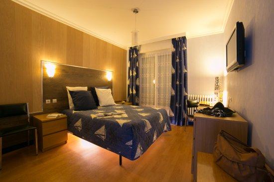 Breizh Hotel Restaurant Le Tourbillon: Chambre