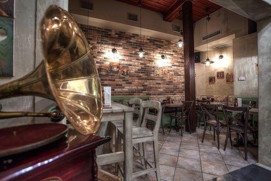 "Naousa, Greece: Μουσικό Καφενείο ""Σείριος"""